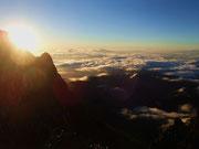 雲海の上の朝日
