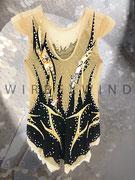 Eleganter RSG Anzug mit Wendepailletten in Gold/Silber, Spiegelpailletten und hinterem Rockteil  / Rückenansicht / Gr. 152