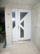 Türe gestrichen mit festem Seitenteil