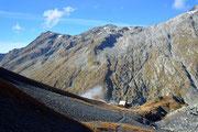 Capanna Scaletta (dietro si vede il sentiero che sale...)