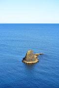 Scoglio di basalto e cormorani