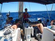 Die Crew nimmt es gelassen, zwischen Sardinien und Korsika gibt schon mal Welle