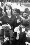 mode , place des Vosges, 1971