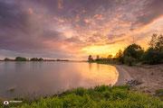 'De Waal' is een foto aan rivier De Waal nabij het dorp Vuren (Gelderland, Nederland)
