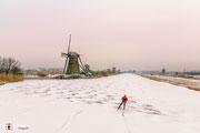 Landschapsfotografie: schaatser bij werelderfgoed Molens van Kinderdijk