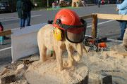 Holzsymposium - Elefant mit Schutzhelm