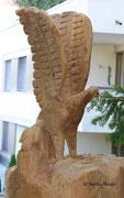 Adler mit Jungem  - Skulptur in Zollikon