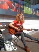 大宮で「昭和生麦」ボーカルゆいちゃんと待ち合わせの際、演奏