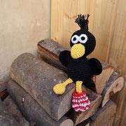 kleiner Rabe für Felix - Februar 2015 - ...auf den Brennholzstoß...