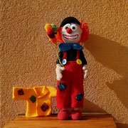 ...diese gibt es hier zu kaufen - https://www.crazypatterns.net/de/items/22940/haekelanleitung-clown-cloude