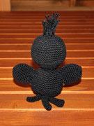 kleiner Rabe für Felix - Februar 2015 - Anleitung von Sara Tilly aus der Gruppe Amigurumistübchen - sitzend ca. 13 cm hoch ohne Schopf