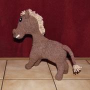 Seit 29.August 2015 ist der Esel fertig und wurde halbfertig schon von Emily geknuddelt.
