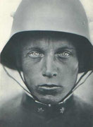 Ausdruckstarkes Photo eines KuK Sturmtruppsoldaten vermutlich um 1917 (aus zeitgen. Zeitschrift)