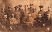 Gruppenfoto um 1915 (danke nach Argentinien) in der Bildmitte hochdekorierter Unteroffzier m.d. EK2, bayerisches MVK3 X m.Kr. und Tapferkeitsmedaille, Niederbayern, undat.