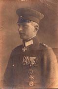 """Hochdekorierter Hauptmann der Mission """"Finnland"""" m.d.finnischen Freiheitskreuz 3.Klasse, 2 Hanseatenkreuze usw. dat. Berlin 1921 sehr seltene Aufnahme"""