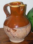 Grand pichet 32cm , XIXeme , glaçure brune à 1/2 col jaune interieur brun empreinte de pouce sur haut de anse , Var