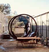 Les sculpture monumentales de Joseph. Ici Thierry Michelet en plein travail. Des mois, des jours, des heures d'oxydation, ponçage, polissage...