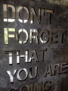 Les plaques d'acier oxydées avec un fond Inox poli brillant. Galerie d'art contemporain, Côte d'Azur, Josephartwork