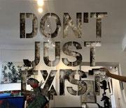 DON'T JUST EXIST 68X81cm -  inox poli miroir sur mortier chaulé et pigments- josephartwork