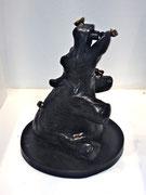 Hippo et papillons. sculpture en bronze dePhilippe Berry H: 27cm L:23. 3/8 ex.galerie d'art Biot-Valbonne-Antibes