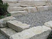 Gartengestaltung mit Steinen: Im Trend der pflegeleichten Gärten sind  Steinbeete verschiedenster Art.