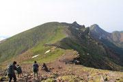 硫黄岳から横岳へ移動中・・・