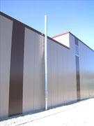 Abgasanlage von Öl-Heizung an Fassade Fisa AG, Kaminbau