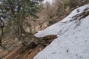 In certi punti incontriamo ancora tanta neve ....