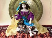 """""""LAILA"""", Einzelstück,  Größe, sitzend auf einem Kissen: ca. 35 cm, Haare: Echthaar"""