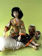 """""""CHO""""  (14 Gelenke),  Größe: (45 cm) sitzend auf einem Kissen,    Haare: Mohair,  Einzelstück aus Vario-Serie"""