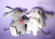 Элли и Фант - очень преданные и влюбленные друг в друга слоники)