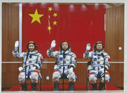 Shenzhou 9 crew photo before launch