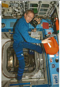 Sojus TMA-15, ESA astronaut  Frank de Vinne (Belgium) in space on ISS, Litho orig.signed by de Vinne, ISS expedition 20 and 21