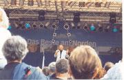 """Ganz hinten Graham Bonney auf dem """"Tag der Niedersachsen"""" in Holzminden"""