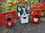 Houten Nestkastje Hond, licht bruin, Details, Vogelhuisje bouwen, eindresultaat,  Houten Nestkastje Hond, licht bruin, Details, Vogelhuisje bouwen, voorkant, eindresultaat, vogelhuisjes hond  drie op een rij