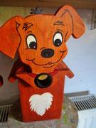 Houten Nestkastje Hond, licht bruin, Details, Vogelhuisje bouwen, voorkant, eindresultaat