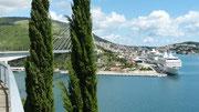 Brücke und großer Hafen von Dubrovnik