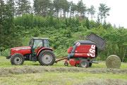 牧草ロール作業