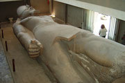 Die Sehenswürdigkeit in Memphis ist die im Museum ausgestellte gewaltige Statue Ramses II.