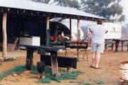 Hier haben wir am offenem Feuer und auf rostigem Blech Steaks gebraten!