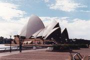 Das ist Sydneys berühmtestes Bauwerk der Neuzeit, das Opernhaus in Form einer Muschel