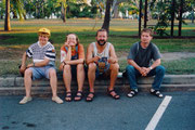 Rosi, Manja, ich und René bei einer Siesta in Darwin