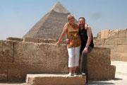 Hannelore und Andreas vor der Chefren Pyramide