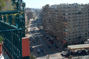 Nach links gesehen, ein ganz anderes Bild, Großstadtlärm und stickige Luft.