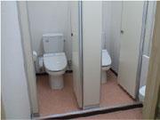 トイレ新設完了!床の色合いもいい感じになりました。