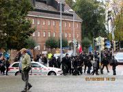 Sogar eine Demo mit Polizeieinsatz haben wir arrangiert