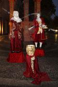 """""""Double-Dolls"""" vor dem Mainzer Marktbrunnen"""