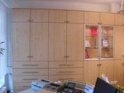Büroschrank in Ahorn Dekor mit beleuchteter Vitrine und Schubkästen auf Vollauszügen