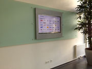 Aufsatzrahmen für TV-Präsentation in Metallic-Grau
