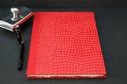 Buch in rptem Baumwollpapier, Buchblock handgeschöpftes Büttenpapier, 100 Seiten, Buchgröße DIN A 4, Euro 89,00